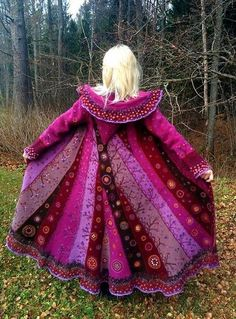 Lillemantlite ja lapivammuste näitus on huvilistele avatudBeautiful fairy, Wicca , pagan, hippy style festival fashion coat from Felted, recycled materialsIs this all hand embroidery or floral fabric? Looks like embroidery time I clicked on visit an Boho Gypsy, Gypsy Style, Bohemian Style, Boho Chic, My Style, Pretty Outfits, Beautiful Outfits, Cool Outfits, Couleur Fuchsia