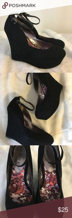 Madden Girl  Heels Wedges 🌠🖤 Stylish Madden Girl Heels. Perfect for date night 🖤 Size• 9  Note: Light General Wear. Been worn a few times.            More details soon! Sorry no trades Madden Girl Shoes Wedges