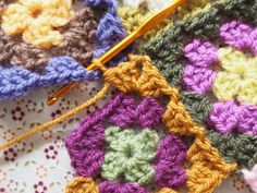 Detailed photo tutorial on how to crochet a granny square for absolute beginners. Crochet Squares, Crochet Granny, Easy Crochet, Crochet Chart, Crochet Patterns, Joining Granny Squares, Granny Square Tutorial, Elephant Baby Blanket, Photo Tutorial