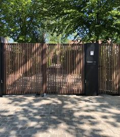 Metallooks gates made to measure - free offer - see our entire range now . House Fence Design, Wood Fence Design, Privacy Fence Designs, Garden Design, Front Gates, Entrance Gates, Gate Designs Modern, Tor Design, Dream House Exterior