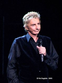 more scrunching . I love that expressive face of his! Barry Manilow, To My Parents, Music Icon, Kind Words, Favorite Person, Change The World, The Voice, Las Vegas, Take That