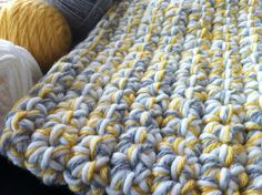 Quick baby blanket using extra large crochet hook and 3 strands of yarn at the same time ¥
