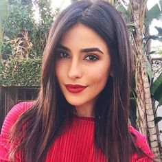 Sazan Hendrix rot dunkelbraunes Haar - List of the most beautiful makeup Long Face Hairstyles, Straight Hairstyles, Haircut For Long Face, Hair Color Dark, Dark Hair, Brown Eyes Brown Hair, Color Red, Maybelline, Make Up Gesicht