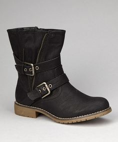 Wraparound straps bring trendy appeal to this low-lying boot. With a zippered side and faux leather construction, this is a fun and fashionable pick for gals with somewhere to be.