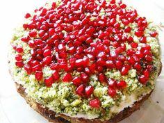 Ciasto Leśny Mech jest idealną propozycją na święta, szczególnie Wielkiej Nocy. Jest zielone, efektowne i pyszne pomimo szpinakowego wnętrza.