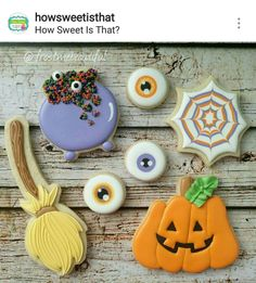 Are you thinking about a new addition to your Halloween selection of cookies? Bolo Halloween, Pasteles Halloween, Halloween Baking, Halloween Desserts, Halloween Cakes, Halloween Treats, Fall Cookies, Iced Cookies, Cute Cookies