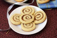 Cinnamon roll sugar cookies - an eggless cookie recipe that kids love. Makes for a great Christmas edib gileft.