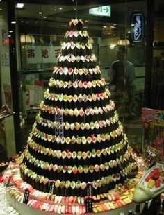 Sushi Chrismas Tree. Epic watse of food when people are starving..and would stink stink stink SO bad after a few days..but creative none the less..