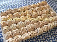 Bredele with brown sugar and praline sugar - HQ Recipes Poppy Seed Cookies, Czech Recipes, Raspberry Cake, Shaped Cookie, Holiday Cookies, Graham Crackers, Pain, Quick Easy Meals, Brown Sugar