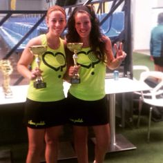 Felicidades a nuestras chicas de #Alicante Esther Sanchez y Esther Martínez #nuestraschicasestandemoda #lasestherdealicantesonlacaña gracias por la foto chicas y feliz lunes #ilp #nuevatemoporadaenbreve