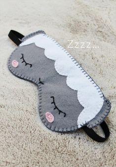diy sleep mask // free pattern + tutorial // hand-stitched eye mask / sheep dre … - My Sewing Projects Felt Diy, Felt Crafts, Sewing For Kids, Diy For Kids, Kitsune Maske, Diy Eye Mask, Eye Masks, Cute Sleep Mask, Kids Sleep Mask