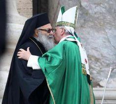 Pape François - Pope Francis - Papa Francesco - Papa Francisco - 29 sept 2013 : Messe de clôture pour la rencontre internationale avec les catéchistes. Au cours de la célébration, le Pape a voulu avoir à ses côtés le Patriarche Gréco-orthodoxe Youhanna X.