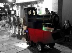 A finales del otoño, aparecen en Santiago los castañeros con sus famosos trenes de carbón  en los que se asan las mejores castañas de Galicia.