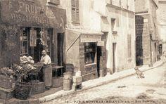 rue Norvins - Paris 18e Une fruiterie, rue Norvins, vers 1900 (ancienne carte postale)