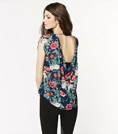 With a sheer finish, a romantic floral print and a sexy back, this tee will become your ultimate top of the season!