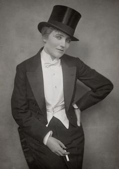 Notorious private detective Miss Gina Perkins enjoyed scandalising Edwardian society by dressing as a man and smoking cigarettes. Vintage Photographs, Vintage Photos, Victor Victoria, Vintage Lesbian, Drag King, Thing 1, Butches, Edwardian Era, Women In History