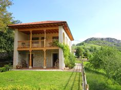 Casa Usborne holiday house in the Picos de Europa Mountain Village, Entrance Hall, Great View, Ground Floor, Contemporary Style, Dining Area, National Parks, Cabin, Vacation