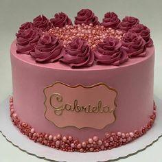 """Doce Sabor Confeitaria on Instagram: """"Que nota esse lindo bolo de aniversário merece!? . 📸 Por: @caroltelesbolos . 🍰 Já imaginou ter acesso as MELHORES receitas e dicas da…"""" 21st Birthday Cupcakes, Girly Birthday Cakes, Number Birthday Cakes, Beautiful Birthday Cakes, Girly Cakes, Cute Cakes, Beautiful Cakes, Creative Cake Decorating, Birthday Cake Decorating"""