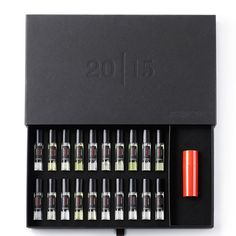 2015 Anniversary Limited Edition boxes In 2012 Édition des Parfums Frédéric Malle presented a couple . Perfume Packaging, Luxury Packaging, Beauty Packaging, Packaging Design, Packaging Ideas, Frederic Malle Perfume, Perfume Testers, Men's Aftershave, Cosmetic Kit
