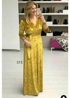 Velvet Bridesmaid Dresses, First Birthday Outfit Girl, Mehendi Outfits, Arabic Dress, Beautiful Dress Designs, African Lace Dresses, Islamic Clothing, Western Dresses, Couture Collection