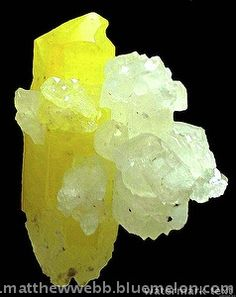 Jouravskite, Ca3Mn4+(SO4)(CO3)(OH)6·12H2O, on calcite - Wessels mine, Kurumen, Kalahari Mn Area, Cape Province, South Africa