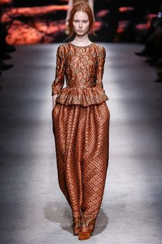 Alberta Ferretti - Fall 2015 Ready-to-Wear - Look 41 of 51?url=http://www.style.com/slideshows/fashion-shows/fall-2015-ready-to-wear/alberta-ferretti/collection/41