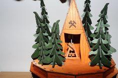 DAMASU-Info-Blog: Ein frecher Geist mehr auf dieser Welt Blog, Christmas Ornaments, Holiday Decor, Home Decor, Wood Art, Craft Tutorials, Decoration Home, Room Decor, Christmas Jewelry