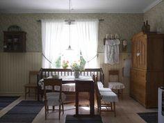 Kaunis ja vanha jugendtalo sijaitsee aivan Lapinjoen kupeessa Home, Decor, Curtains