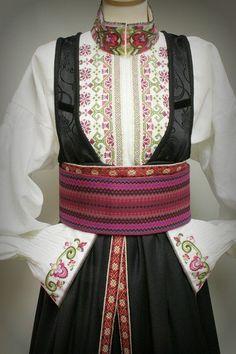 no - Mulighetenes marked Folk Costume, Costumes, Sons Of Norway, Kurti, Traditional, Folk Art, Belts, Fashion, Hipster Stuff