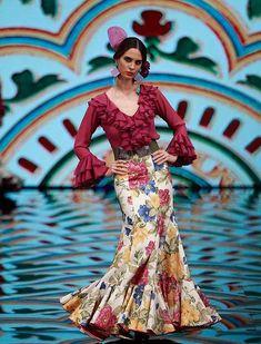 Simof 2017, el desfile de Molina Moda en fotos (Rocío Ruz / Raúl Doblado) Flamenco Costume, Flamenco Dancers, Retro Fashion, Boho Fashion, Womens Fashion, Fashion Design, Boho Wedding Dress, Boho Dress, Wedding Dresses