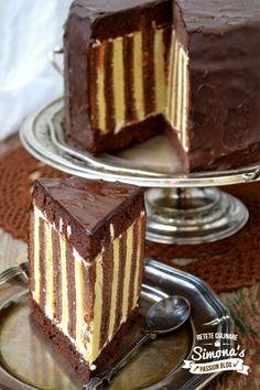 Delicious Deserts, Yummy Food, Chocolate Cake, Chocolate Chips, Something Sweet, Let Them Eat Cake, Yummy Drinks, Amazing Cakes, Baked Goods