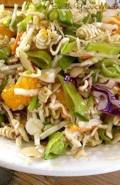 Coleslaw With Ramen Noodles, Asian Ramen Noodle Salad, Ramen Noodle Recipes, Ramen Coleslaw, Asian Coleslaw, Oriental Ramen, Oriental Salad, Oriental Coleslaw, Oriental Noodles