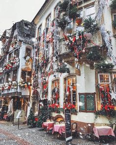 Rue du Maroquin in one of the most beautiful cities in Europe at Christmas -- Strasbourg, Alsace, France 🎄🎁🎅🏻 Merry Christmas Images, Christmas Tale, Winter Christmas, Xmas, Christmas Scenery, Christmas Glitter, Christmas Villages, Fall Winter, Autumn