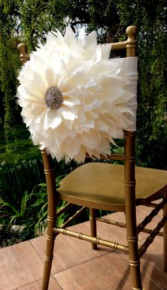 Ive created the flower using lots of layers of taffet,tulle making the flower look fully and gorgeous, decorated with a large beautiful brooch.