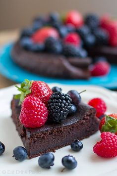 This paleo and keto chocolate cake is moist and fluffy, and is the easiest dessert you'll make. It's made with only 5 ingredients and is nut-free as well. Paleo Chocolate Cake, Chocolate Mix, Melting Chocolate, Chocolate Sweets, Chocolate Recipes, Nut Free, Grain Free, Dairy Free, Crackers