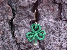 The Piney Woods Tatter: Old Patterns Revisited - Saint Patrick's Day Shamrock Earrings - Free pattern #tatting #jewelry #leaf