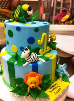 This jungle animal cake is perfect fir a first birthday! Cake # 023.