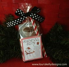 Fun DIY gift to make for teachers, neighbors and kids of all ages.  Snowman soup.  Free printable on blog.  #HolidayIdeaExchange