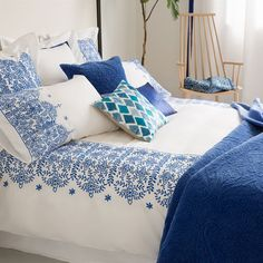 Image of the product Geometric Embroidered Cotton Comforter Cover