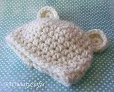 month chunky crochet bear hat pattern- so soft and a really fast project to make! Newborn Crochet Hat Pattern, Crochet Baby Beanie, Chunky Crochet, Chunky Yarn, Crochet Patterns, Crochet Hats, Baby Dolls, Diy And Crafts, Baby Beanies
