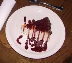 CLASSIC CHEESECAKE Outback Steakhouse Copycat Recipe A New York style cheesecake served with a choice of raspberry or chocolate sauce. Sugar Free Desserts, Köstliche Desserts, Delicious Desserts, Dessert Recipes, Yummy Food, Pie Recipes, New York Style Cheesecake, Classic Cheesecake, Raspberry Cheesecake