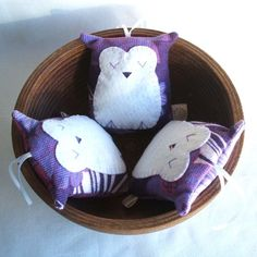 Owl decoration handmade in lilac and plum vintage fabric by pouch, Owl Sewing, Small Pillows, Lavender Sachets, Pillow Ideas, My Baby Girl, Owls, Nursery Decor, Plum, Lilac
