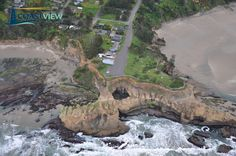 #Devil's #Punchbowl is a hole formed by the collapse of a sandstone terrace roof where two sea caves adjoin near #Otter Rock, #Oregon, USA.