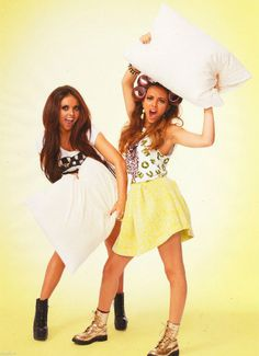 Jade Thriwall and Jesy Nelson Little Mix Perrie Edwards, Little Mix Jesy, Little Mix Girls, Little Mix Photoshoot, Jessy Nelson, Litte Mix, Cher Lloyd, Mixed Girls, Girl Bands
