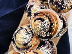 Blåbärsbullar med vaniljkräm Baking Recipes, Cake Recipes, Dessert Recipes, Desserts, Baking Ideas, Bagan, Grandma Cookies, Whats For Lunch, Piece Of Cakes
