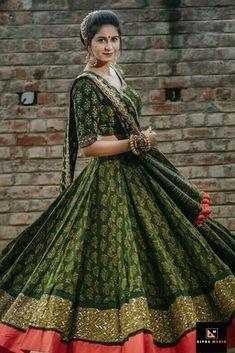 Latest Designer Lehenga For Wedding Designer Lehenga Collection Garba Dress, Navratri Dress, Lehnga Dress, Indian Bridal Outfits, Indian Designer Outfits, Chaniya Choli Designer, Garba Chaniya Choli, Choli Pattern, Dandiya Dress