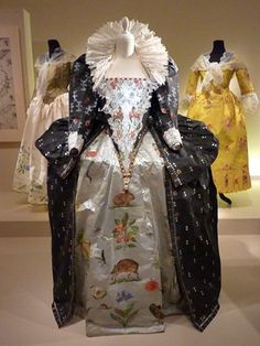 A court dress for Elizabeth I replicated in paper by Isabelle de Borchgrave