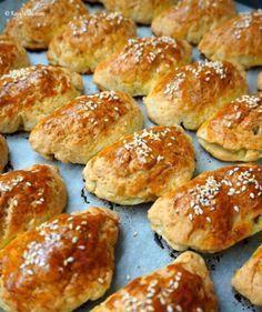 En Lezzetli ve En Kolay Mayasz Poaa Tarifi / Karbonatl Poaa Cookie Recipes, Snack Recipes, Donuts, Food Porn, Bread And Pastries, Food Platters, Turkish Recipes, Fish Dishes, Party Snacks