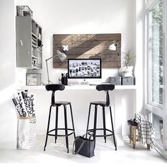 Absolutely in LOVE with this spot from @quellejoy. Totally amazing business corner!  #mybusinesscorner #creativeentrepreneur #creativity #diyproject