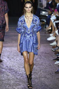 Vogue Fashion, Fashion Week, Runway Fashion, High Fashion, Fashion Show, London Fashion, Julien Macdonald, Edgy Dress, Collection Couture